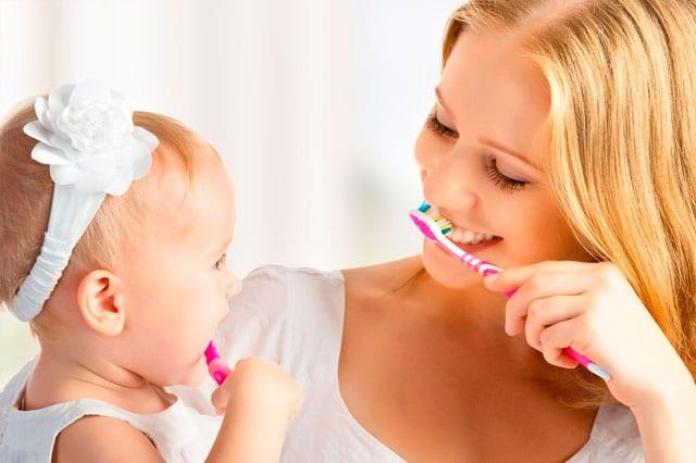 ¿Cuándo y cómo empiezo a limpiar los dientes a mi bebé?