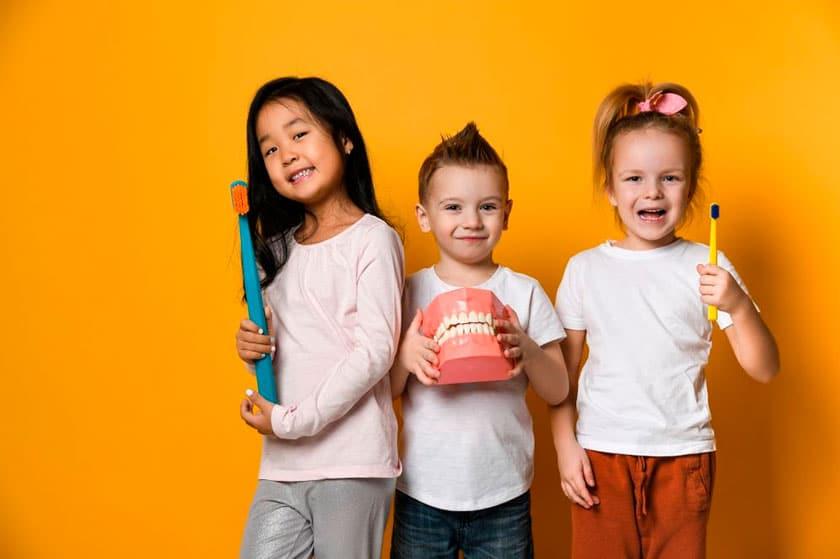 El papel de los padres en la visita de los niños al dentista