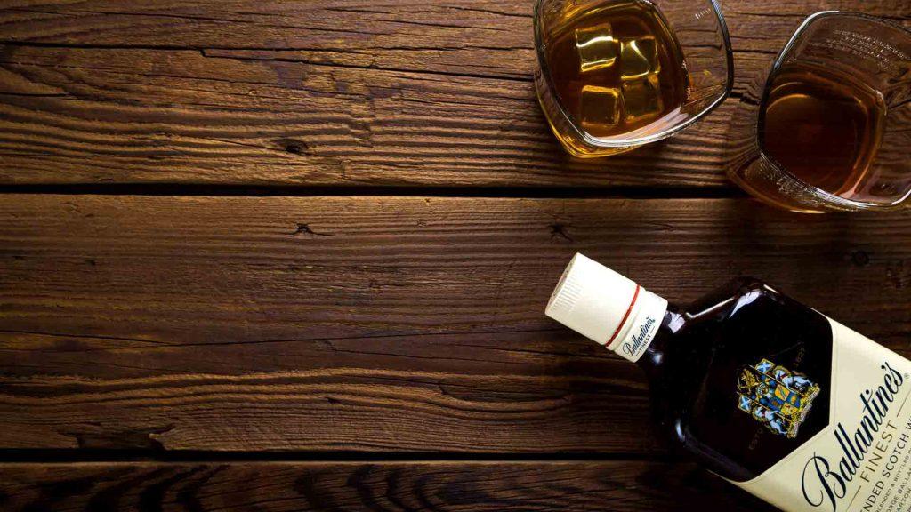 Alcohol, el peor enemigo de las encías
