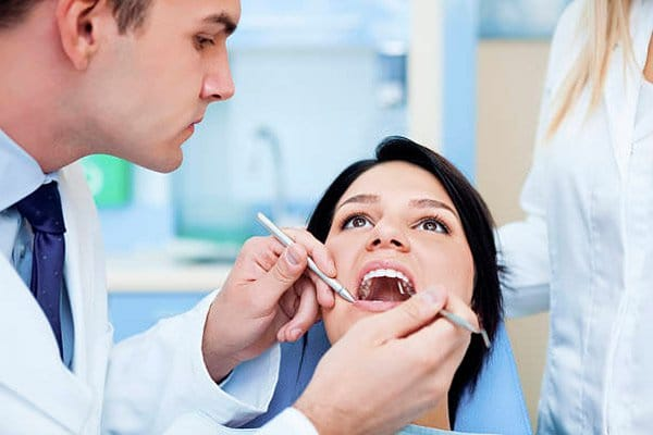Síntomas después de colocar implantes dentales