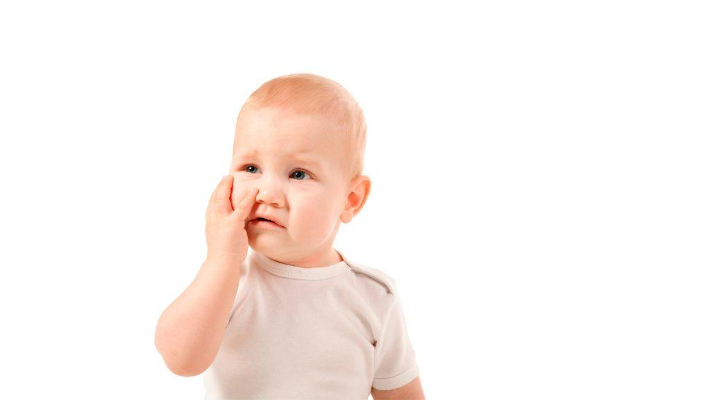 ¿Qué síntomas tienen los bebés cuando les salen los dientes?