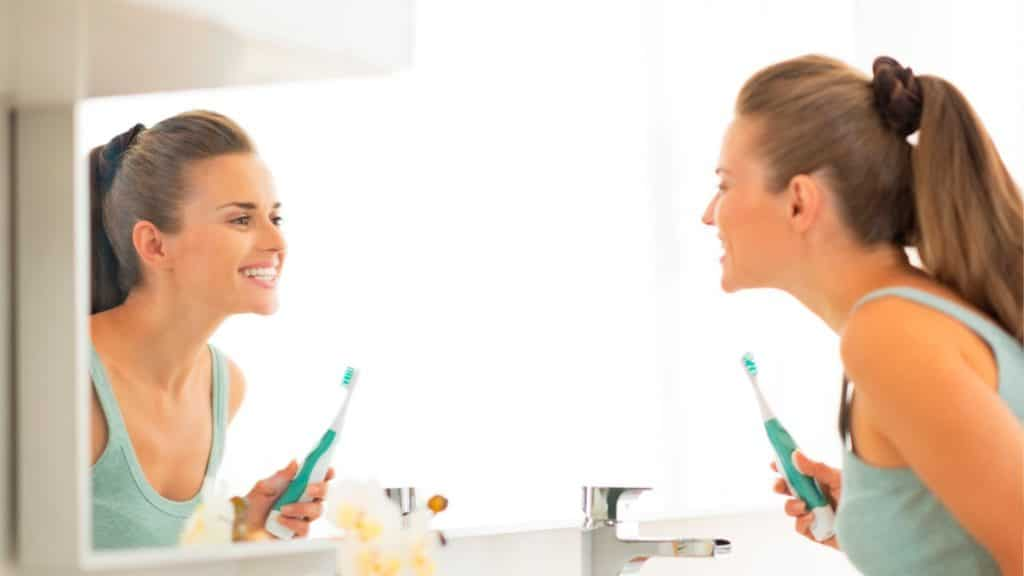¿Blanquear los dientes en casa? Mitos y verdades
