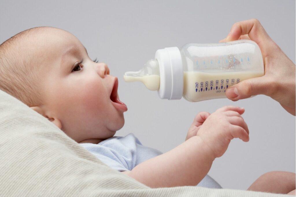 Cómo afectan el biberón y el chupete los dientes de los niños